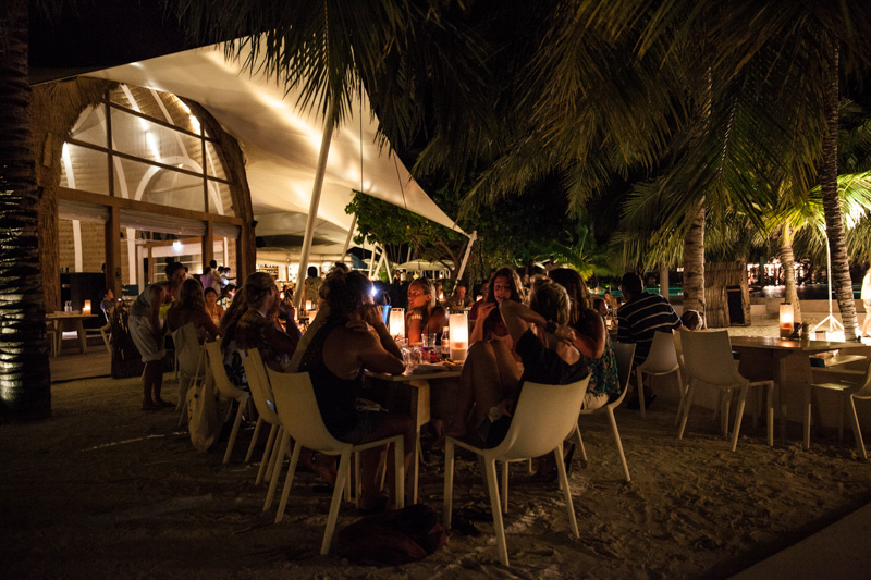 shesurfs.com.au - Mikala Wilbow - lifestyle photographer - Kandooma island dinner
