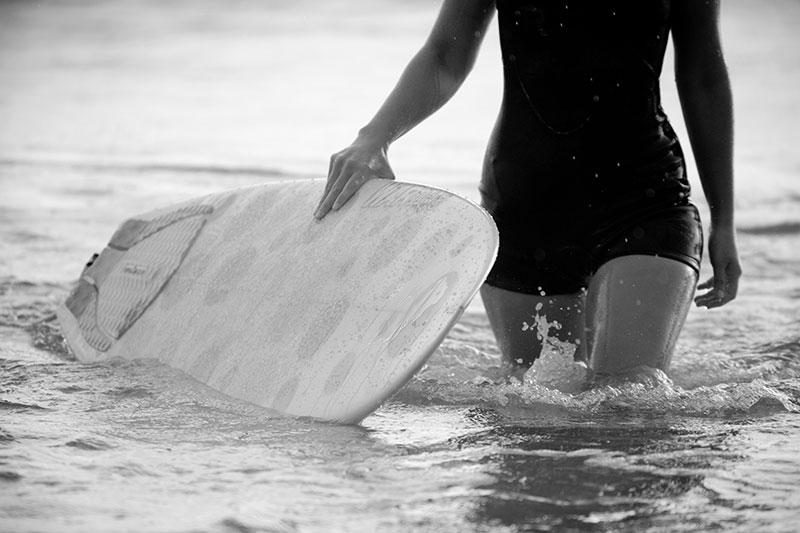 shesurfs.com.au - Mikala Wilbow - lifestyle photographer - surfer walk