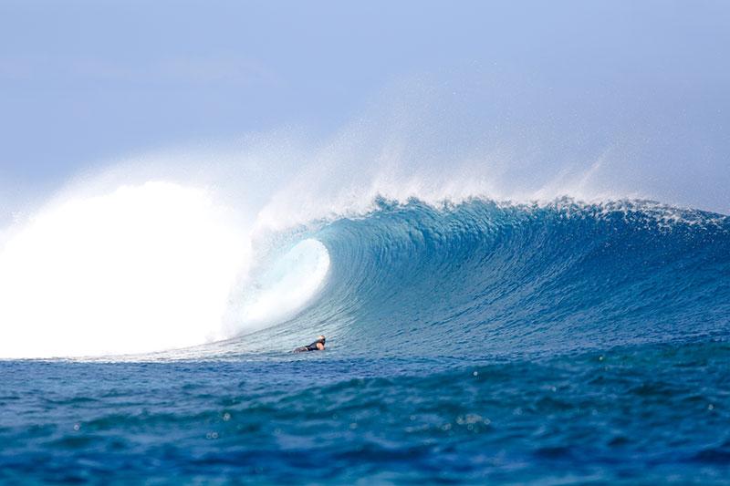 shesurfs.com.au - Mikala Wilbow - lifestyle photographer - fiji girls surf trip - Fiji Frigates wave
